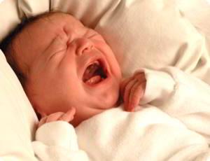 малыш плачет - что делать