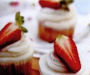 Ванильные кексы со свежей клубникой