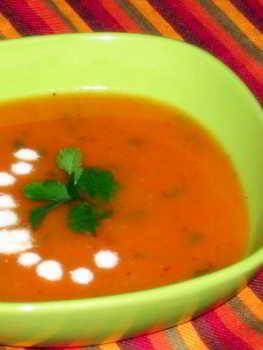 Оранжевый суп из чечевицы, моркови и тыквы