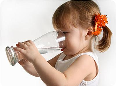 Ребенок мало пьет - что делать